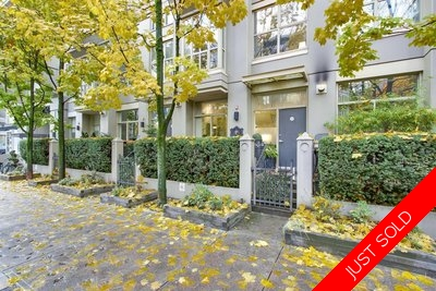 Yaletown-Downtown Townhouse for sale: Mondrian 2+Flex  Stainless Steel Appliances, Granite Countertop, Tile Backsplash, Rain Shower, Hardwood Floors, Dark Hardwood Floors 1,030 sq.ft. (Listed 2017-11-21)
